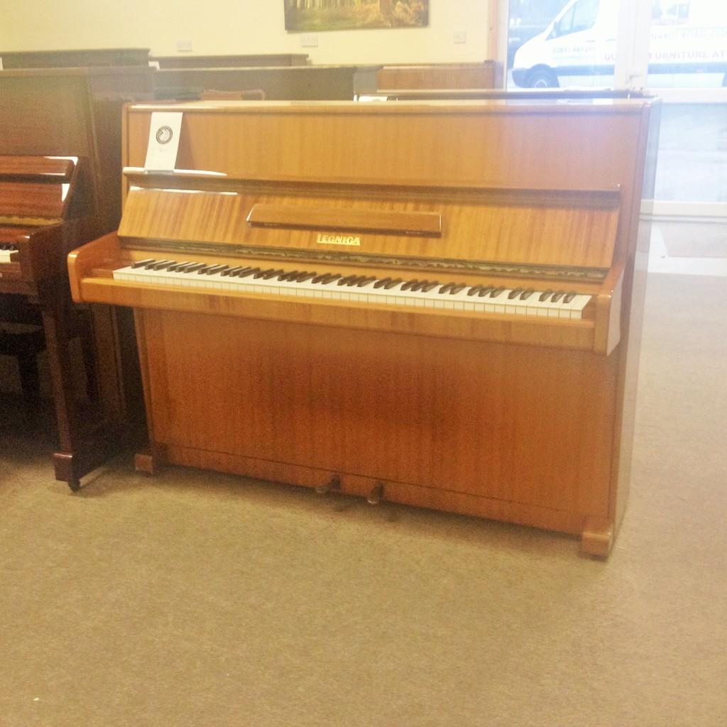 Legnica Teak Piano