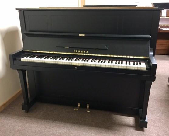 u1a-1957-yamaha-piano