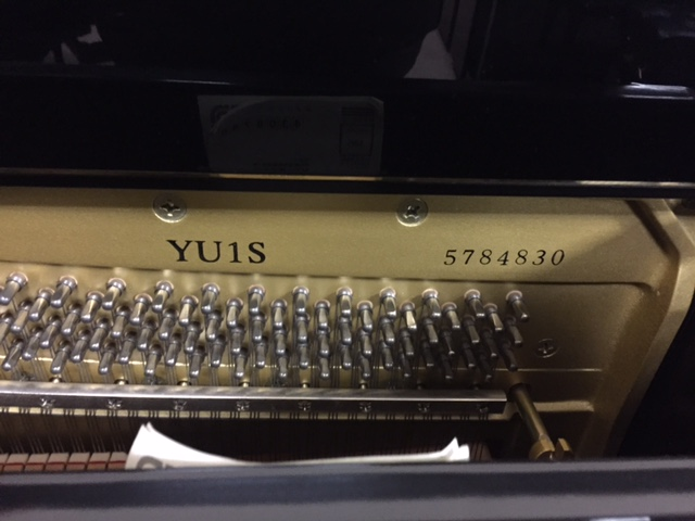 yu1s-2000-yamaha-piano-photo-2